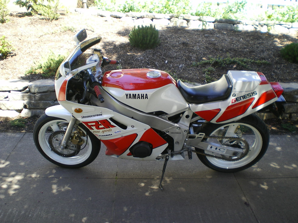 Left side - note flush turn indicators - oricinal Yamaha signals incuded. Note rear seat cowl.